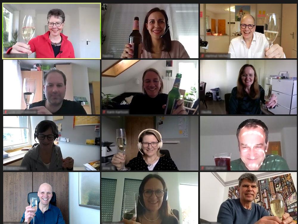 Zoom Call der Online Ausbildung. Abschlussfoto der Teilnehmer